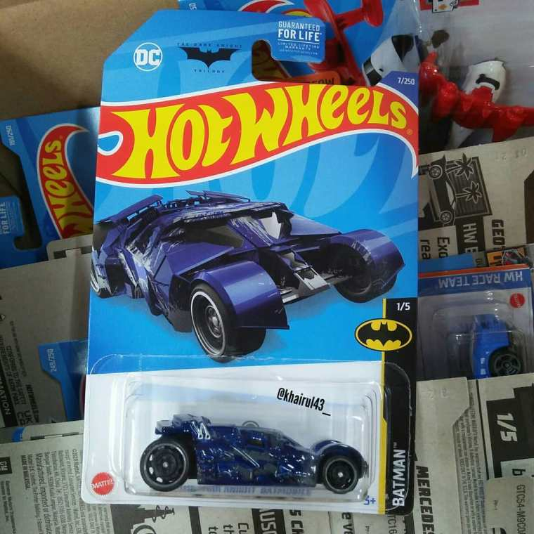 Hot-Wheels-Mainline-Treasure-Hunt-2022-The-Dark-Knight-Batmobile-001