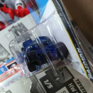 Hot-Wheels-Mainline-Treasure-Hunt-2022-The-Dark-Knight-Batmobile-003