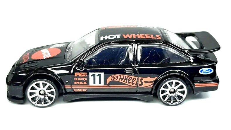 Hot-Wheels-mainline-2022-87-Ford-Sierra-Cosworth-002
