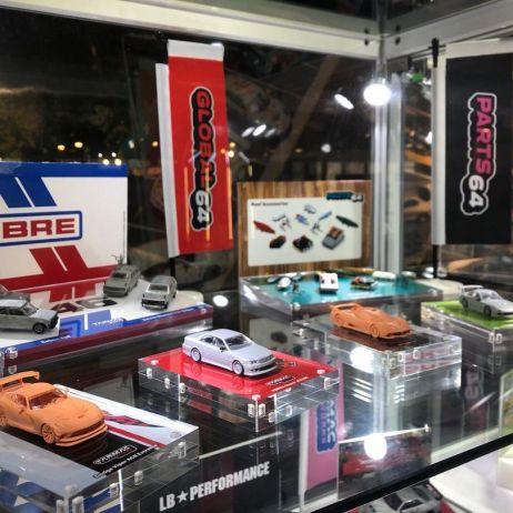 Tarmac-Works-Hong-Kong-Toycar-Salon-Toyota-Chaser-Vertex