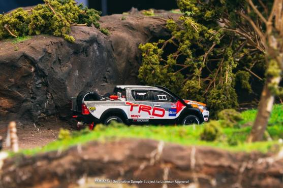 Tarmac-Works-Toyota-Hilux-TRD-003