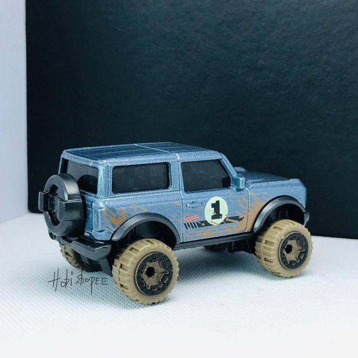 Hot-Wheels-2021-Orange-Ford-Bronco-002
