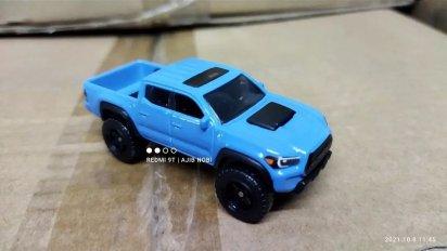 Hot-Wheels-2022-2020-Toyota-Tacoma-005