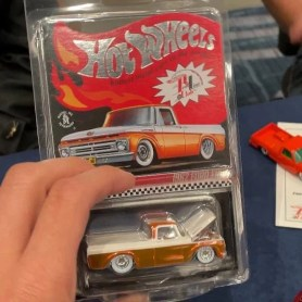 Hot-Wheels-35th-Annual-Hot-Wheels-Collectors-Convention-RLC-Ford-F100-002