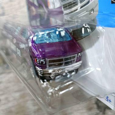 Hot-Wheels-Mainline-2022-Dodge-Van-003