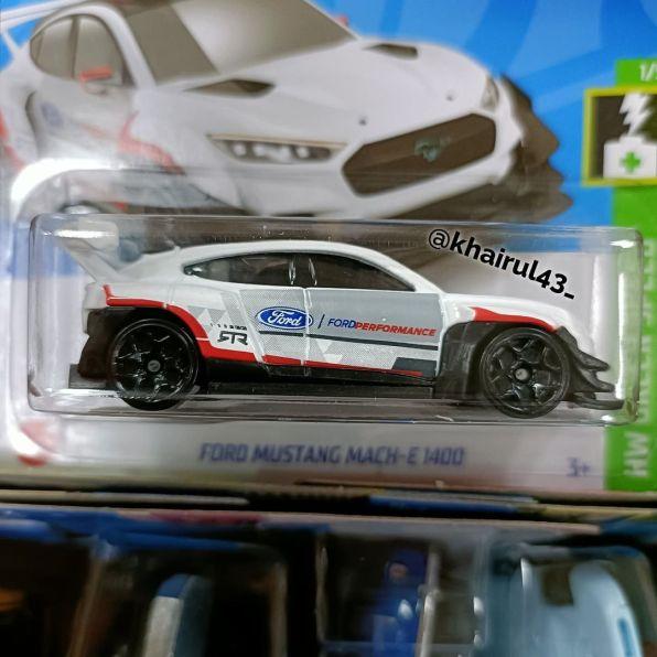 Hot-Wheels-Mainline-2022-Ford-Mustang-Mach-E-1400-002