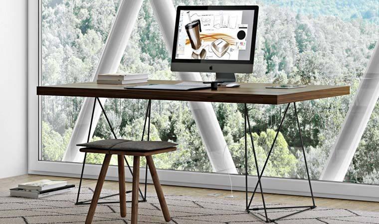 bureau design pieds en metal noir multi