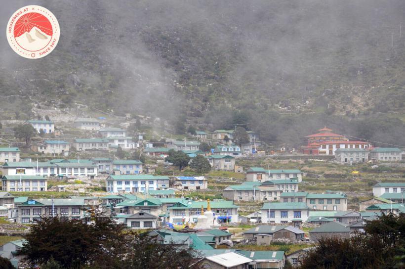 das Dorf Khumjung mit dem Kloster