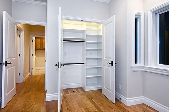 7 stanza vuota e armadio