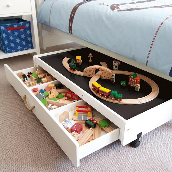 cameretta spazio sotto letto giochi