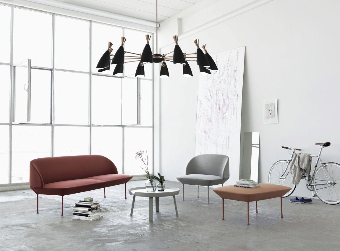 salotto in bianco con lampadario moderno