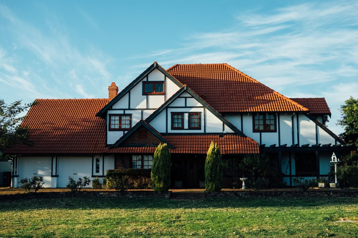 casa con tetto in legno