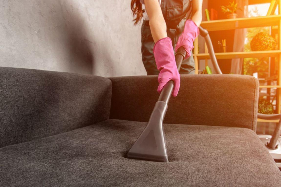 pulire la casa con il vapore