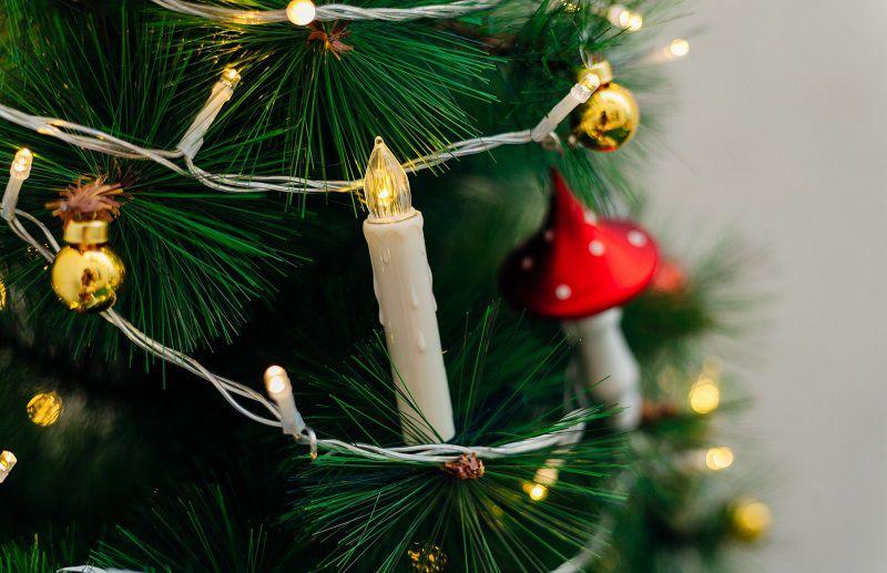 albero di natale con candele led