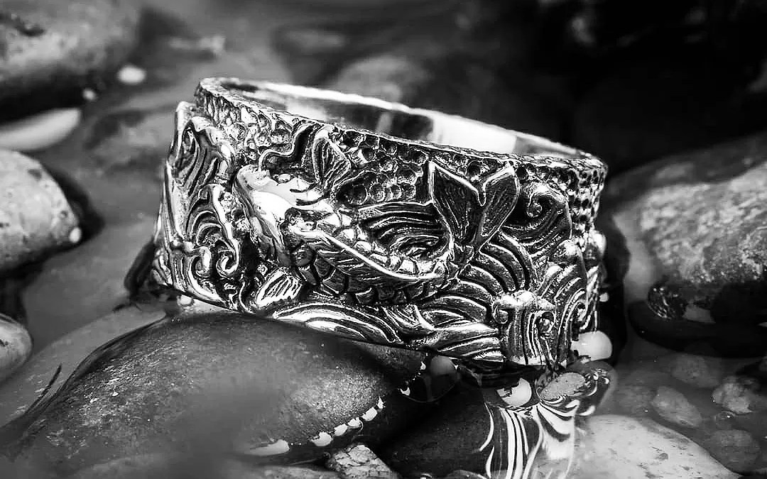 Streams and Silver 鯉: the Koi Fish Ring from Clocks and Colours