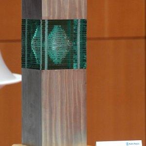 rolls-royce-learning-and-development-award-german-apprentice-glass-stainless-steel-sculpture