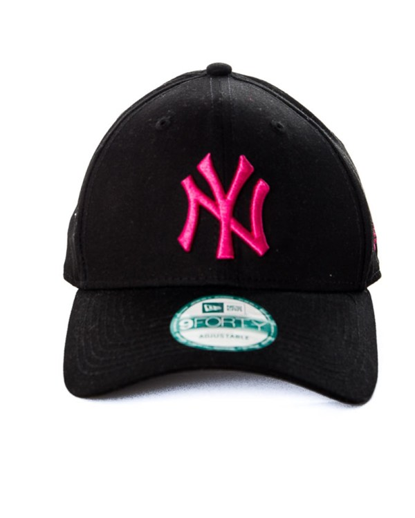0a6cc9ec100 New York Yankees Hat. Era 9forty League Basic York Yankees Black Pink
