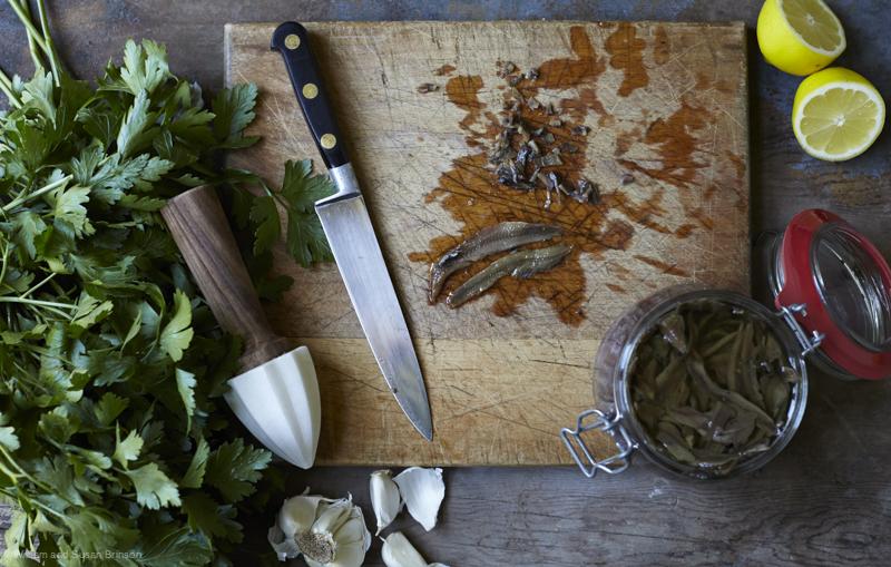 HOB_Bertolli_AnchoviesPasta_Chopping