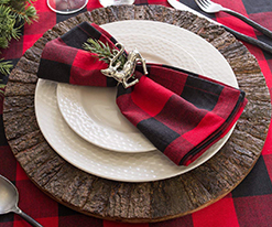 houseofclassy-finds-red-black-napkins-xmas