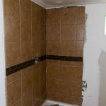 The shower with tiles!