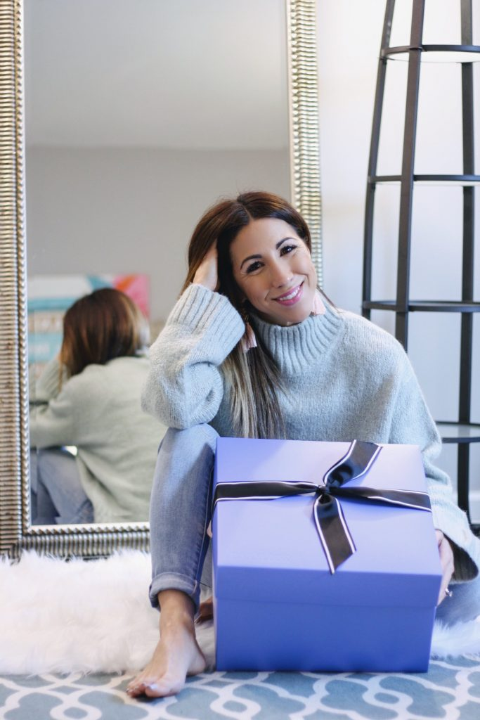 DAILYLOOK BOX REVIEW: SPRING FASHION featured by top New Jersey fashion blog, House of Leo: image of a woman sitting in front of a mirror holding her new Dailylook box