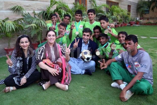 pakistans-street-child-football