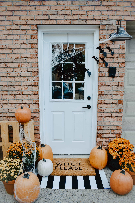 faux pumpkins, diy halloween door mat, diy door mat, paper craft bats, modern halloween decor, halloween front porch