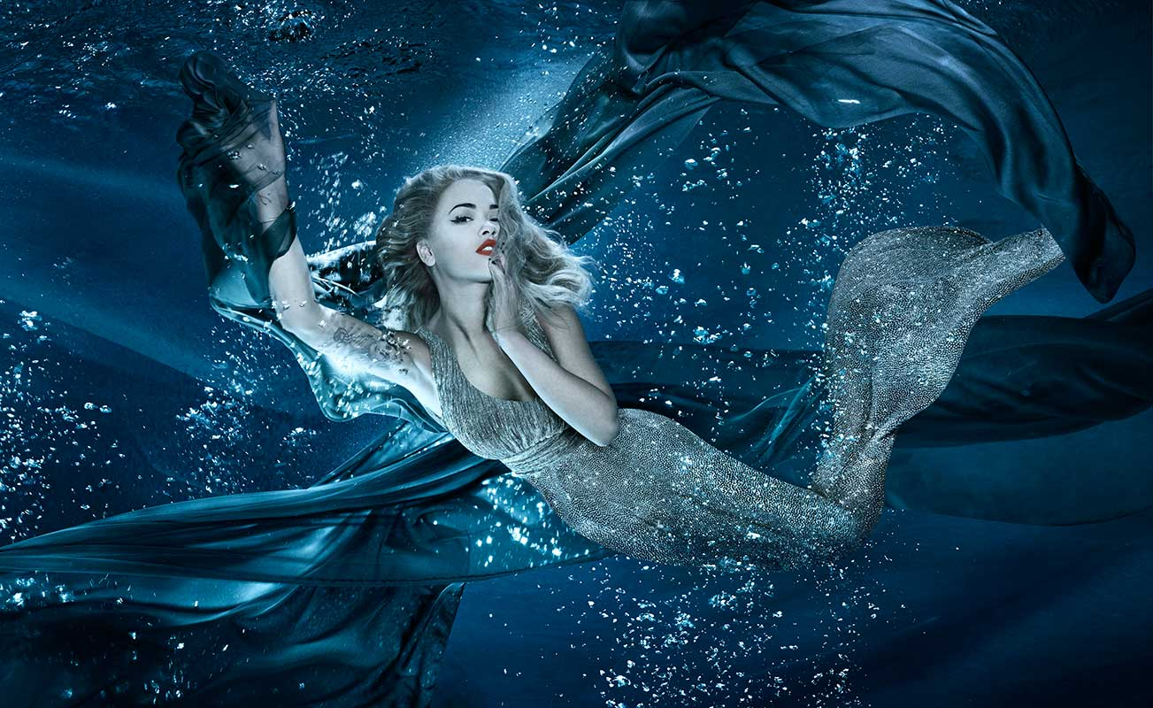 Dslr Camera With Girl Wallpaper Underwater Photography Masters Featuring Zena Holloway