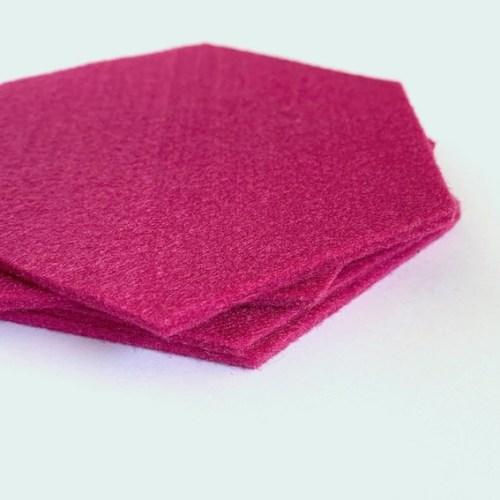 onderzetters gemaakt van lekker dik vilt zodat het jouw tafelblad beschermd