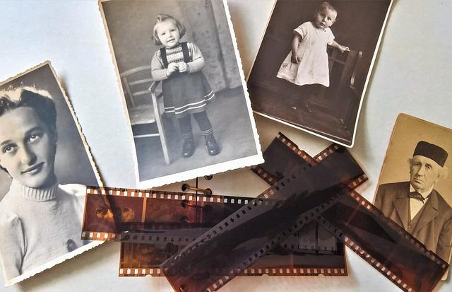 foto album maken, samen maar wel op afstand - helemaal coronaproof