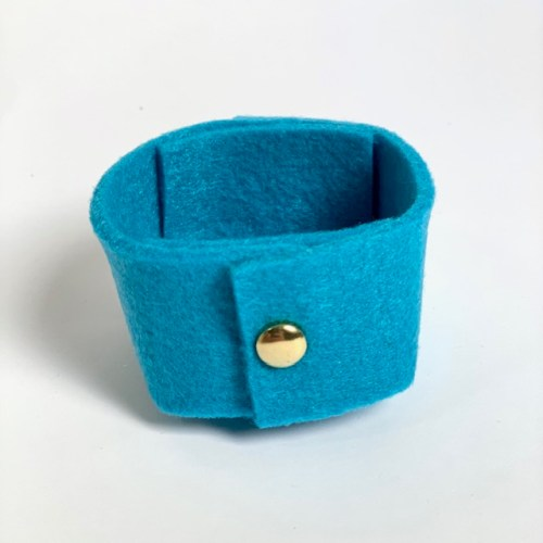 mooi vrolijk blauw vilten mini-mandje