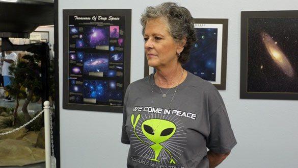 Джули Шустер, дочь Уолтера Хаута, была бывшим директором Розуэлльского международного музея и исследовательского центра НЛО. Она умерла в 2015 году.