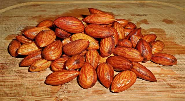 6 Reasons Why People Eat Soaked Almonds