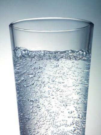 Soda drink with bubble can harm teeth