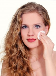 clean makeup to protect your face skin