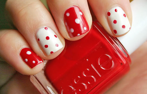 How To Wear A Polka Dots Manicure On Your Nails