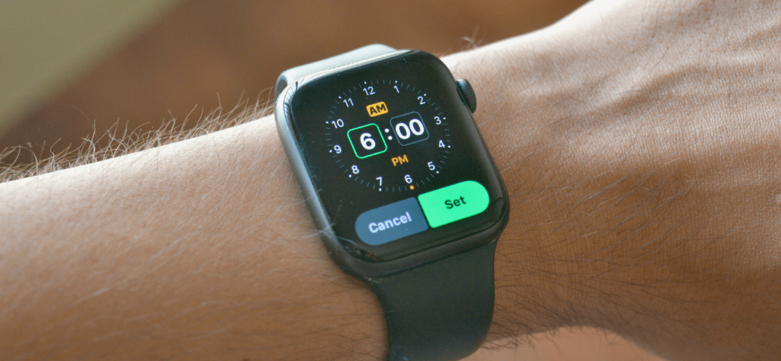 Apple Watch user setting a new alarm using the Alarms app.