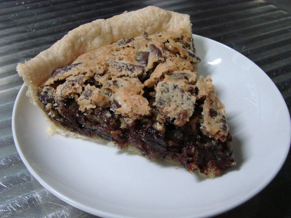 1024px-Kentucky_Chocolate_walnut_pie_slice
