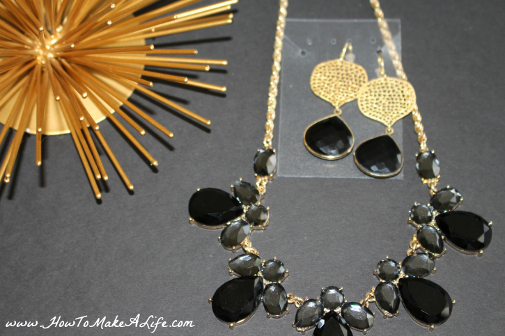 gold necklace and earrings2