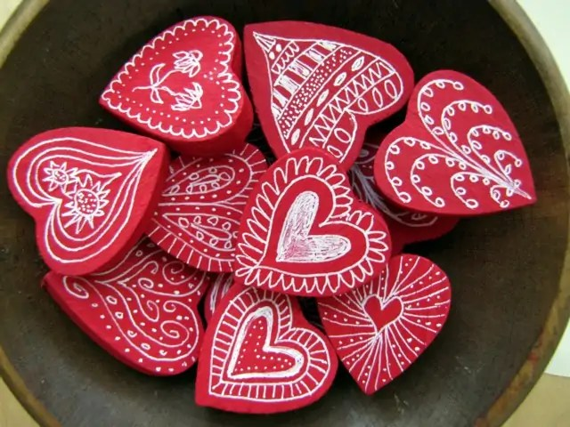 Beautiful And Playful Valentines Day Crafts For