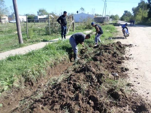 Municipio realiza tareas de zanjeo y mantenimiento en Barrio San Martín