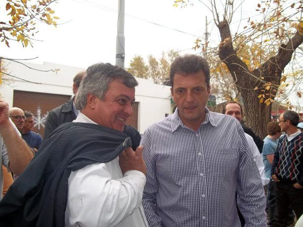 Carlos Selva junto a Sergio Massa en acto en Las Heras juntos a los principales referentes del FR