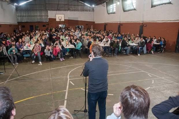 """Ustarroz agradeció a docentes y alumnos del Plan Fines """"por apostar a un futuro mejor para todos"""""""