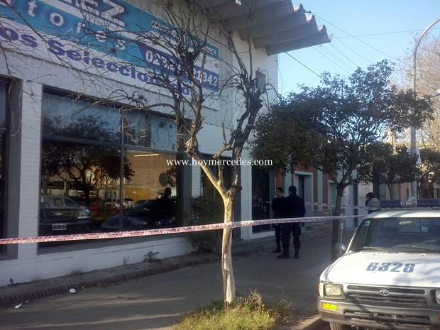 Investiga la policía intento de suicidio en comercio mercedino