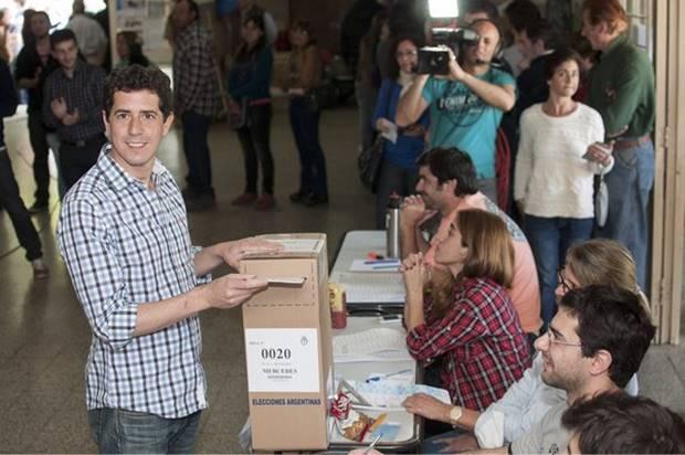 Wado De Pedro sufragó y dijo: «Para los argentinos votar es una señal de madurez»