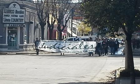 Judiciales marcharon por las calles céntricas