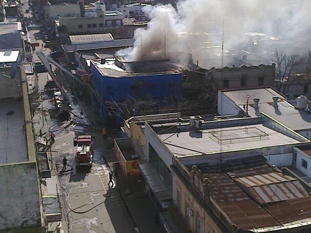 Destrucción total tras feroz incendio en Bostón y Pardo (Fotos y video)