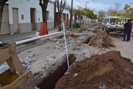 Realizan arreglos en las cloacas del Barrio Lapenta