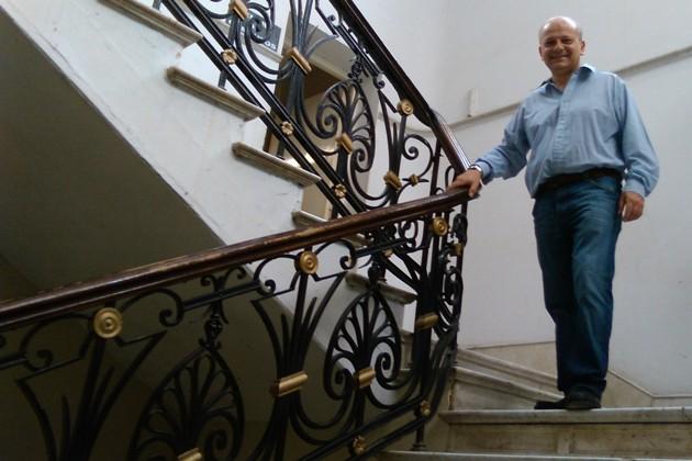 Propuesta para instalar «salvaescalera» para el acceso del HCD
