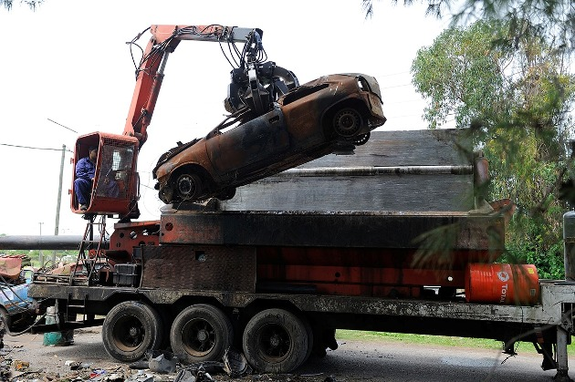 Compactaron y destruyeron autos y motos retenidas los últimos años